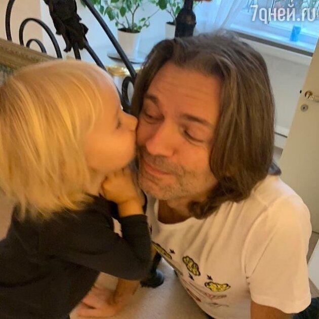 Забавный танец двухлетнего сына Маликова покорил фанатов