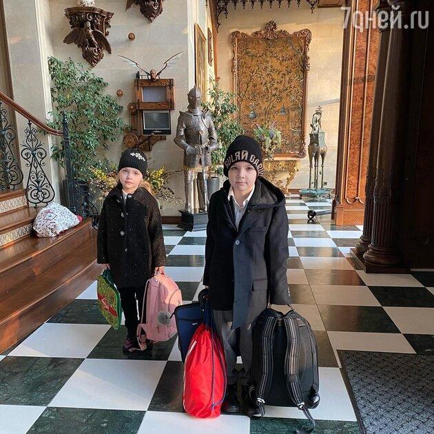 Максим Галкин показал сына и дочь перед школой