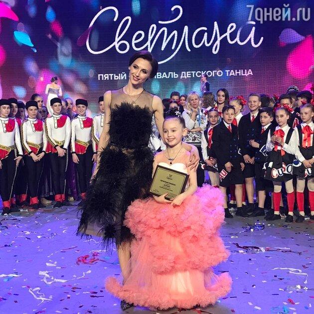 "Светлана Захарова с дочкой Аней на фестивале ""Светлана"""