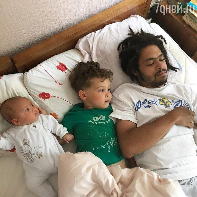 Энтони Родд с детьми: сыном Эриком и дочкой Шарлоттой