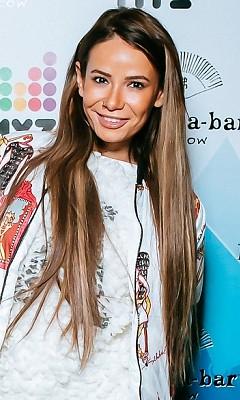 Айза Долматова - полная биография